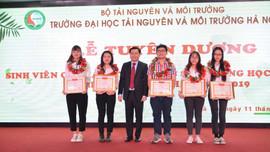 ĐH TN&MT Hà Nội: Tuyên dương sinh viên có thành tích xuất sắc trong học tập và NCKH