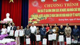 Phó Thủ tướng Thường trực Trương Hòa Bình thăm và tặng quà Tết tại tỉnh Quảng Nam