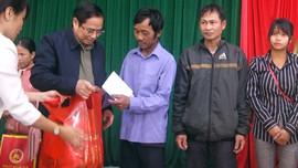 Trưởng Ban Tổ chức Trung ương Phạm Minh Chính thăm và tặng quà Tết tại vùng cao Quảng Nam