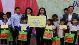 Phó Chủ tịch nước Đặng Thị Ngọc Thịnh thăm và tặng quà tết tại Đắk Nông