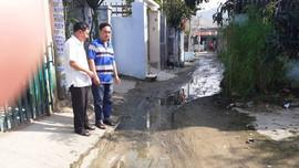 """Dự án """"treo"""" 15 năm: Nhà cửa xuống cấp, nước thải tràn ra đường"""