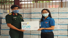 Nước tinh khiết TH true WATER tiếp sức cho lực lượng chống dịch Covid-19