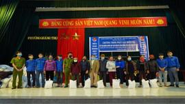 Đoàn Thanh niên TP. Sầm Sơn san sẻ khó khăn với người dân do ảnh hưởng của dịch COVID-19