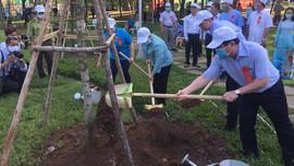 TP.HCM ra quân trồng cây xanh và tổng vệ sinh môi trường