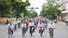 Huế: Hàng trăm người đạp xe vì môi trường
