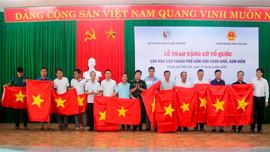 Trao tặng 1.600 lá cờ Tổ quốc cho ngư dân TP. Sầm Sơn