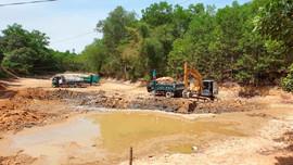 Triệu Sơn (Thanh Hóa): Lợi dụng nạo vét lòng hồ để khai thác đất trái phép gây ô nhiễm môi trường