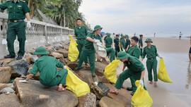 Đồn Biên phòng Phước Tỉnh ra quân làm sạch biển