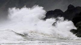 Bão Haishen đến gần khi Nhật Bản hứng chịu mưa to, gió lớn