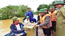 Mưa lũ nặng nề, Thừa Thiên Huế khẩn trương xuất lương thực hỗ trợ người dân