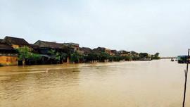 Ngập lụt sâu hàng mét nước, Quảng Nam lại chuẩn bị đón bão