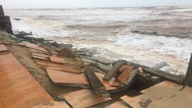 Quảng Bình: Kè biển Nhật Lệ 2 sạt lở nghiêm trọng sau mưa lũ