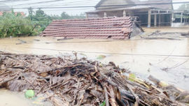 Thừa Thiên Huế: Lũ còn tiếp diễn, 3 người chết và hơn 53.000 nhà ngập lụt