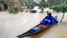 Nước lũ ở Thừa Thiên Huế đang xuống nhưng nhiều nơi vẫn ngập sâu