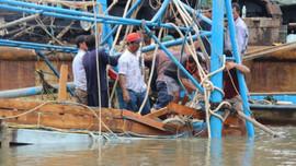 Tìm thấy thi thể 2 cha con mất tích do chìm tàu ở Quảng Nam