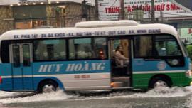 TP. Hải Dương: Mưa lớn khiến đường phố biến thành sông