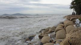 Bờ biển Quảng Nam đang bị xâm thực mạnh