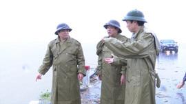 Trưởng Ban Tổ chức Trung ương Phạm Minh Chính thăm và trao quà cho người dân vùng lũ Quảng Trị