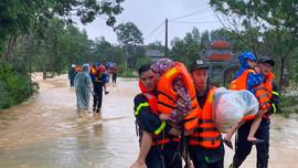 Phó Thủ tướng Trịnh Đình Dũng chỉ đạo tập trung ứng phó mưa lũ