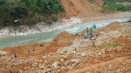 Bắt đầu nắn dòng để tìm kiếm 12 nạn nhân còn mất tích sau vụ sạt lở thủy điện Rào Trăng