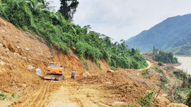 Ứng phó bão số 9, Thừa Thiên Huế sơ tán dân ra khỏi vùng sạt lở