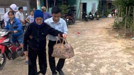"""Quảng Ngãi: """"Đến từng ngõ, gõ từng nhà"""" để sơ tán dân trước bão số 9"""