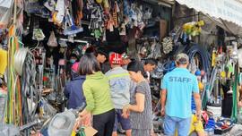 Dân Đà Nẵng cuống cuồng mua vật dụng trong đêm đón siêu bão