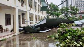 Gần 1.000 căn nhà tốc mái do bão số 9