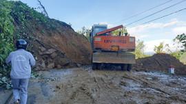 Sạt lở vùi lấp 53 người ở Quảng Nam: Gấp rút thông đường tiếp cận hiện trường