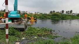 TP.HCM đề xuất sử dụng thiết bị mới vớt rác trên kênh, rạch