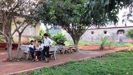 """Gia Lai: Trường học """"khổ"""" vì mùi hôi từ kho mủ cao su của Công ty Cà phê 705"""