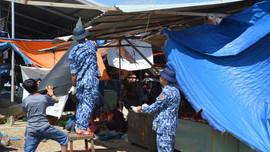 Cảnh sát biển giúp dân khắc phục hậu quả thiên tai bão lũ