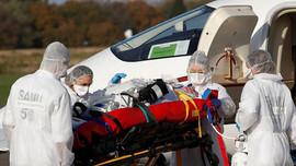 Số lượng ca nhiễm COVID-19 hàng ngày và ca nhập viện tăng đột biến tại Pháp