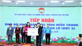 Tổng công ty Điện lực miền Bắc trao tiền ủng hộ đồng bào miền Trung