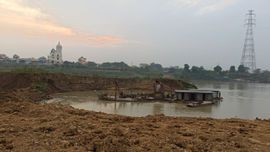 Hiệp Hòa – Bắc Giang:  Tàu cào đục khoét Sông Cầu