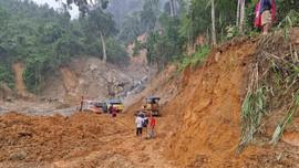 Quân khu V dựng nhà tạm cho người dân Trà Leng