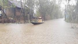 Huế: Sơ tán hơn 37.000 người, nước lũ đang lên