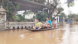 Lật thuyền giữa dòng nước lũ, hai chú cháu tử vong
