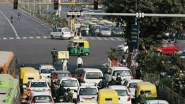 New Delhi kêu gọi người lái xe tắt động cơ khi dừng đèn đỏ