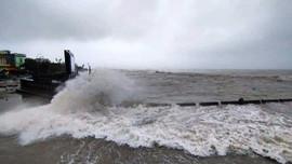 Bão số 13 đang áp sát bờ, đảo Lý Sơn gió giật cấp 10