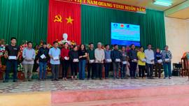 Bình Định: Trao quà cho ngư dân Hoài Nhơn bị ảnh hưởng bão số 9