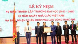 Trường Đại học TN&MT Hà Nội nhận Huân chương Lao động hạng Nhì