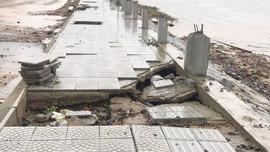 Cận cảnh con đường ven biển trăm tỷ tan nát ở Thừa Thiên Huế