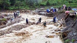 Hỗ trợ các tỉnh miền núi phía Bắc khắc phục hậu quả dông lốc, sạt lở đất