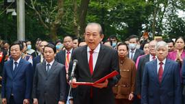 Đoàn đại biểu các dân tộc thiểu số Việt Nam dâng hương tưởng niệm các vua Hùng