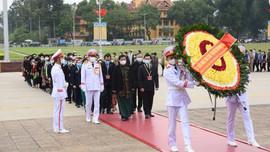 Đoàn đại biểu dân tộc thiểu số viếng Lăng Chủ tịch Hồ Chí Minh