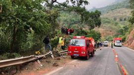 Sơn La: Xe tải lao xuống vực sâu, 3 người thương vong