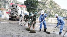Nhiệt điện Vĩnh Tân 2: Hoàn thành công trình thanh niên làm sân nền dùng bê tông kết hợp tro xỉ