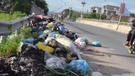 Quảng Ngãi: Khẩn trương xử lý rác bừa bãi trên các tuyến đường Quốc lộ, tỉnh lộ