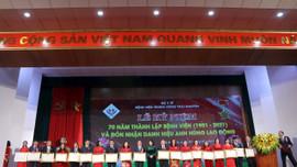 """Bệnh viện Trung ương Thái Nguyên đón nhận danh hiệu """"Anh hùng lao động"""" thời kỳ đổi mới"""